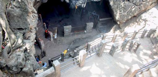 Halesi Mahadev Cave